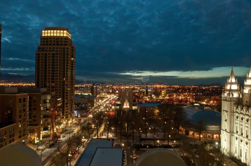 Salt Lake City céntrico Utah en la noche imagenes de archivo