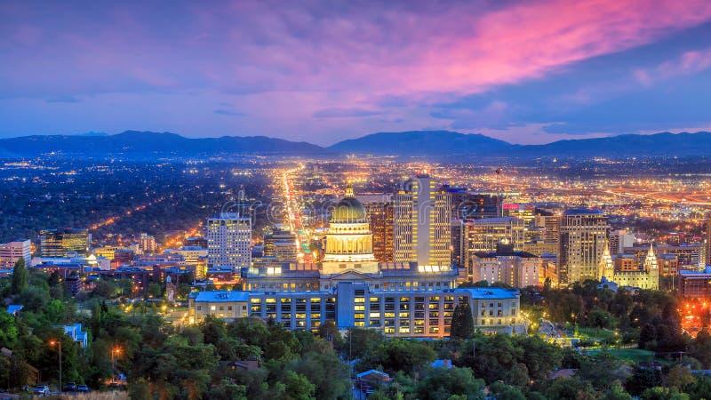 Salt Lake City horisont Utah på natten arkivbild
