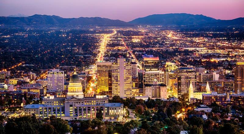 Salt Lake City linia horyzontu Utah przy nocą zdjęcia stock
