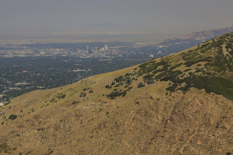 Salt Lake City möter naturen arkivfoto