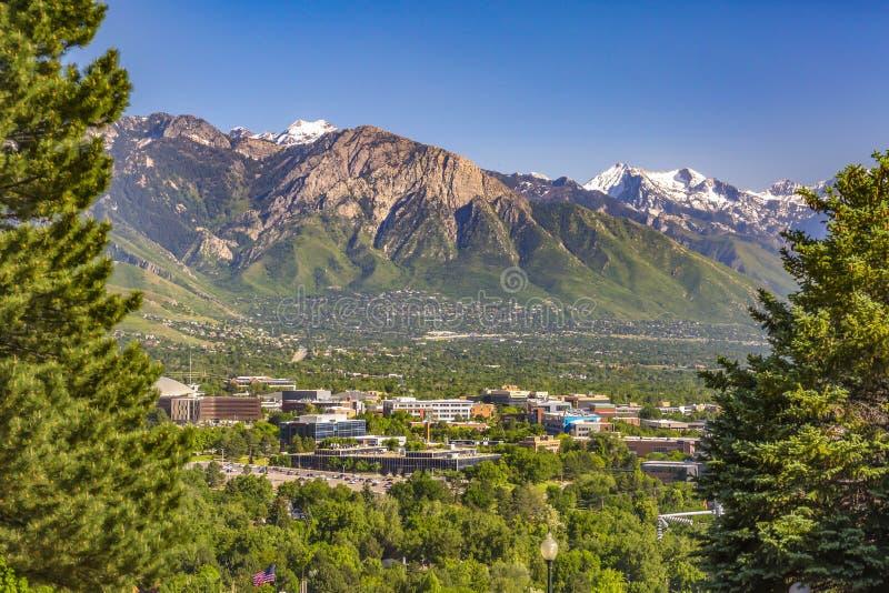 Salt Lake City sikter med inramade stadsberg arkivbild