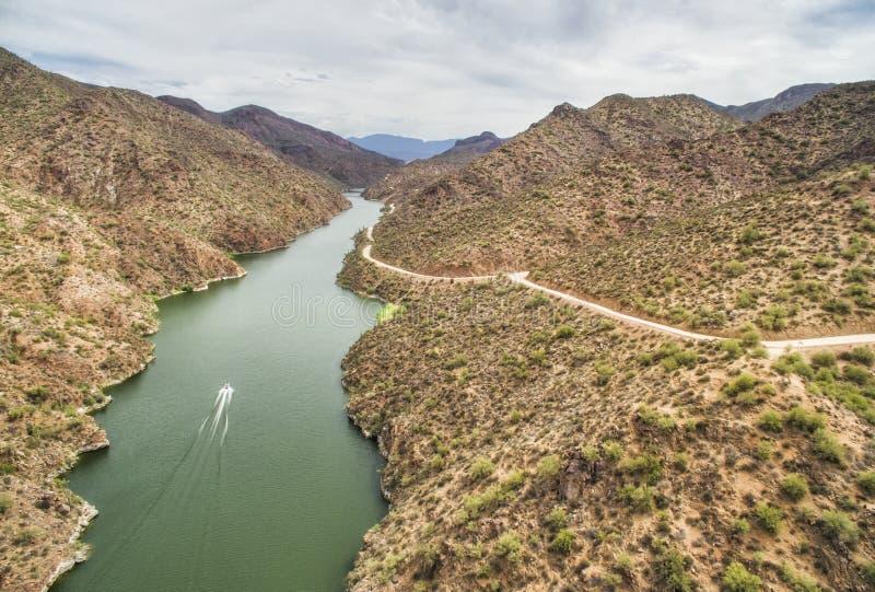 Salt River на приводе следа апаша сценарном, Аризоне стоковые изображения