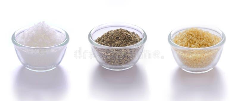 salt socker för brun peppar arkivbild