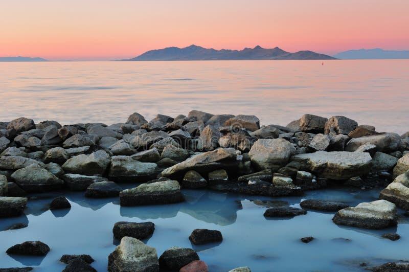 salt solnedgång för lake arkivbild