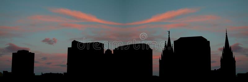 salt solnedgång för stadslake vektor illustrationer