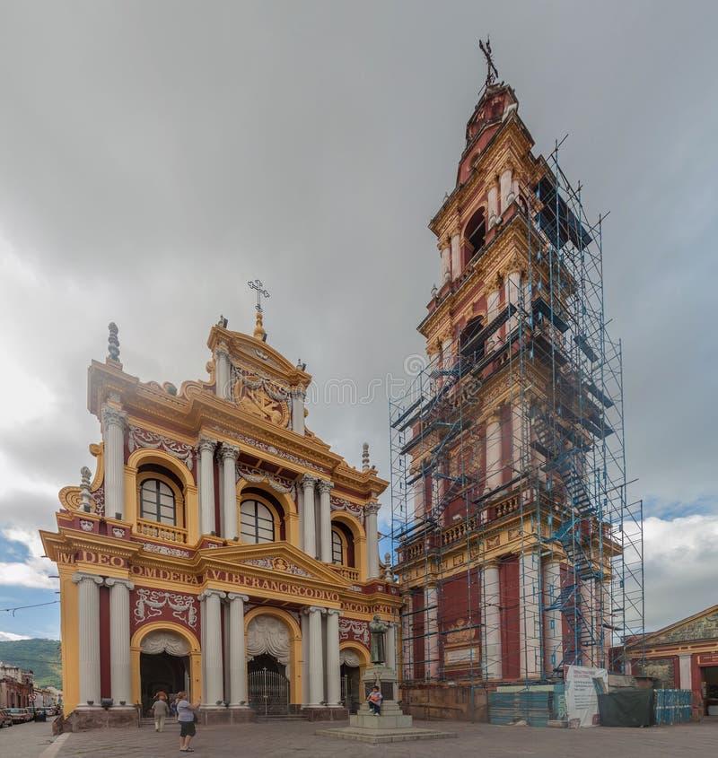 SALTA, ARGENTINA - 9 DE ABRIL DE 2015: Vista da basílica e do convento de San Francisc fotografia de stock royalty free