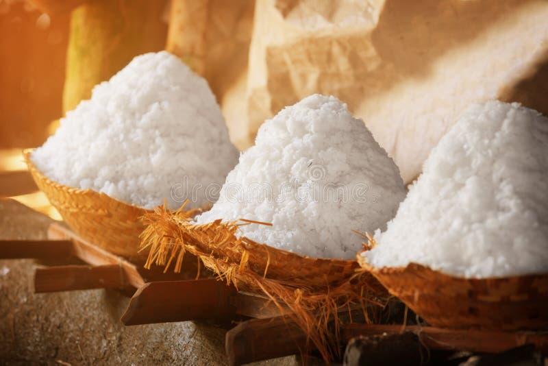 Salta i korgar Forntida traditionell salt produktion på Balien fotografering för bildbyråer