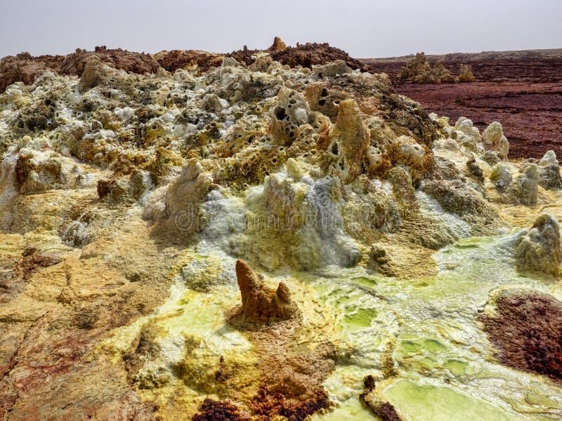 Salta kristaller i den Danakil fördjupningen för att skapa en oerhörd variation av färger ethiopia fotografering för bildbyråer