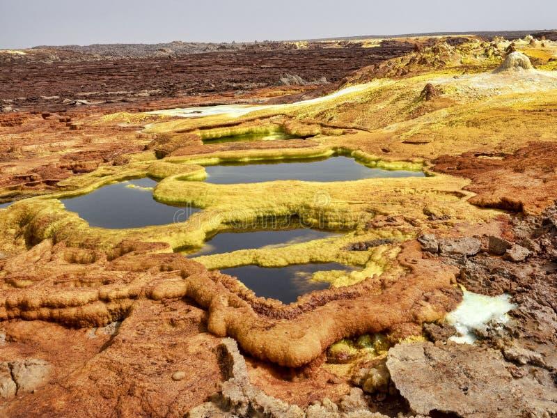 Salta kristaller i den Danakil fördjupningen för att skapa en oerhörd variation av färger ethiopia royaltyfria foton