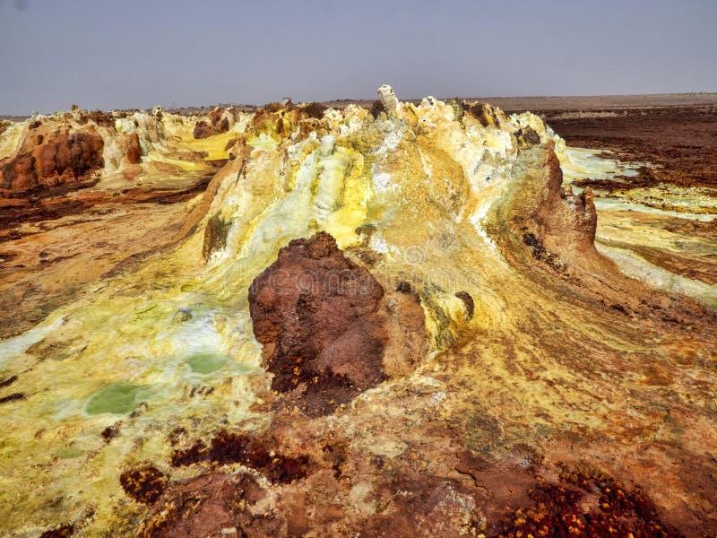Salta kristaller i den Danakil fördjupningen för att skapa en oerhörd variation av färger ethiopia royaltyfri foto