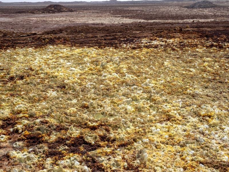 Salta kristaller i den Danakil fördjupningen för att skapa en oerhörd variation av färger ethiopia royaltyfri fotografi