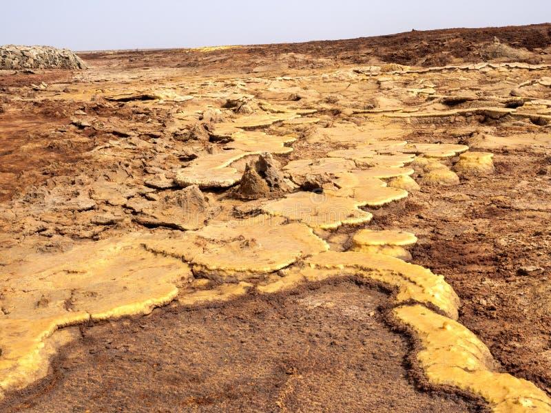 Salta kristaller i den Danakil fördjupningen för att skapa en oerhörd variation av färger ethiopia royaltyfria bilder