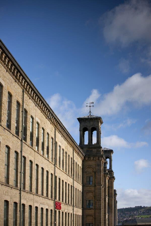 Saltaire, Bradford, West Yorkshire Octobre 2013, vue de moulin de sels, un site et galerie de patrimoine mondial de l'UNESCO image libre de droits