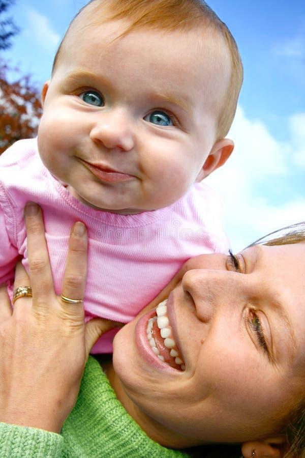Saltando o bebé levantado imagem de stock