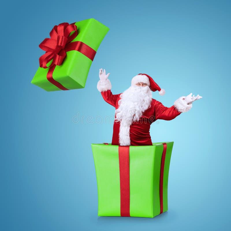 Saltar de Samta Claus da caixa de Natal imagem de stock