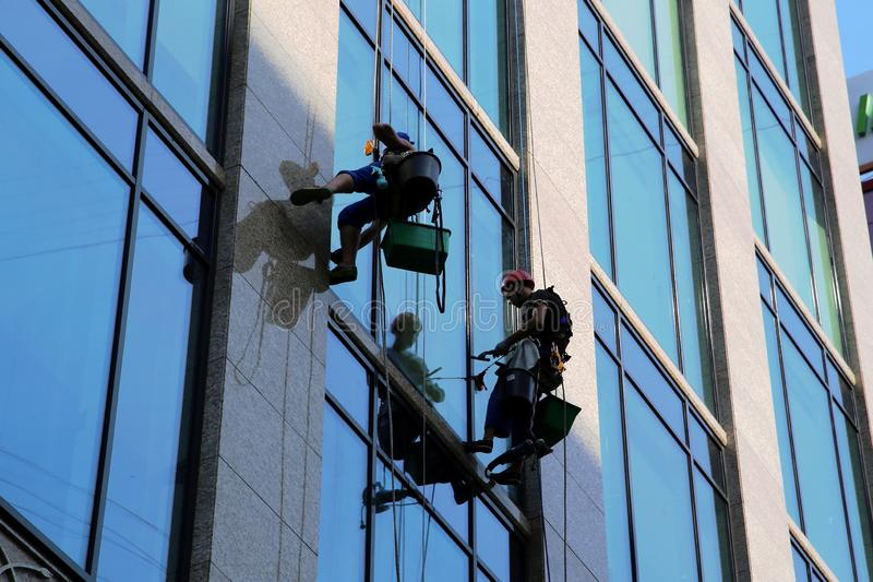 Saltatori per lavare i finestrini fotografia stock