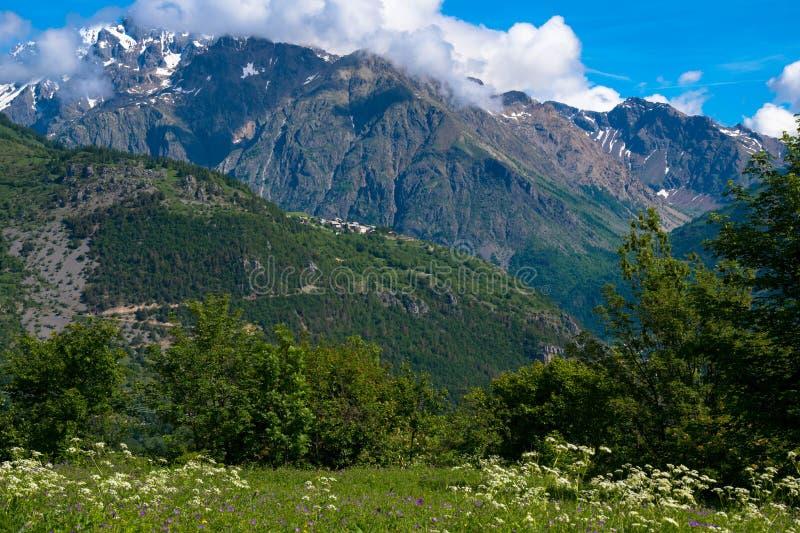 Salte en las alturas de las montañas en Francia fotografía de archivo libre de regalías