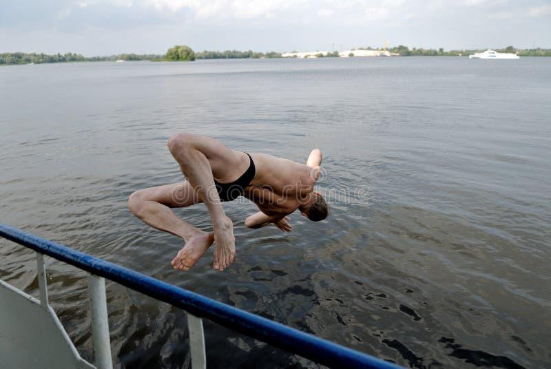 Salti in acqua fotografia stock libera da diritti