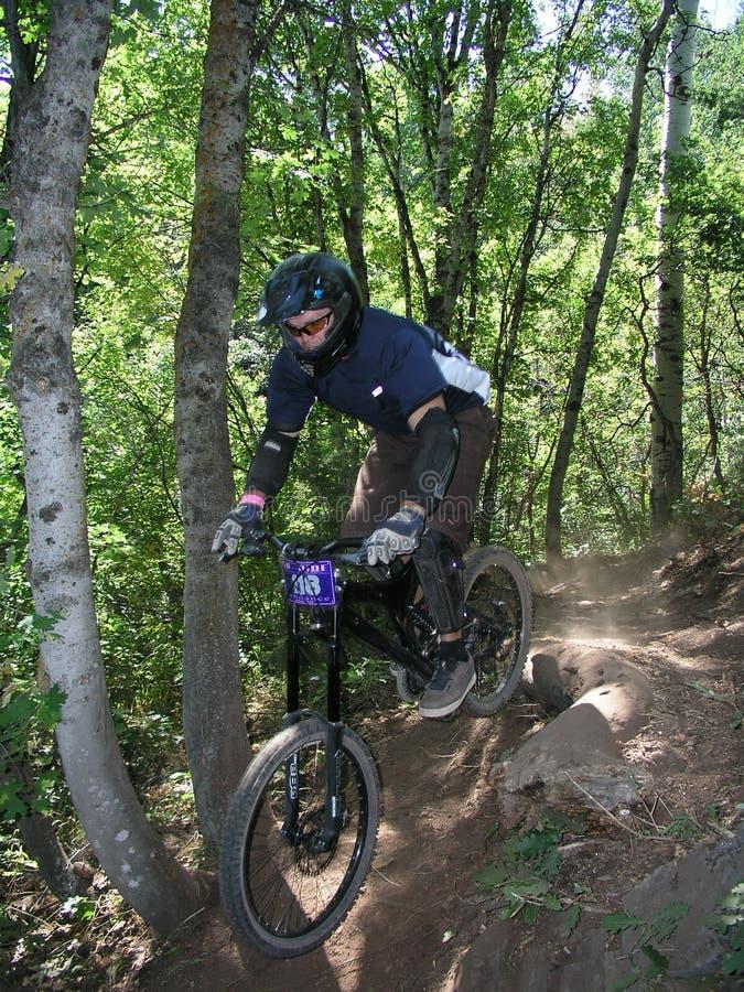 Salto 14 da bicicleta de montanha foto de stock
