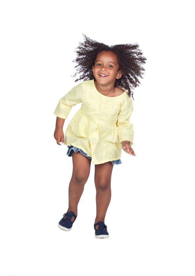 Salto africano adorável da menina imagem de stock