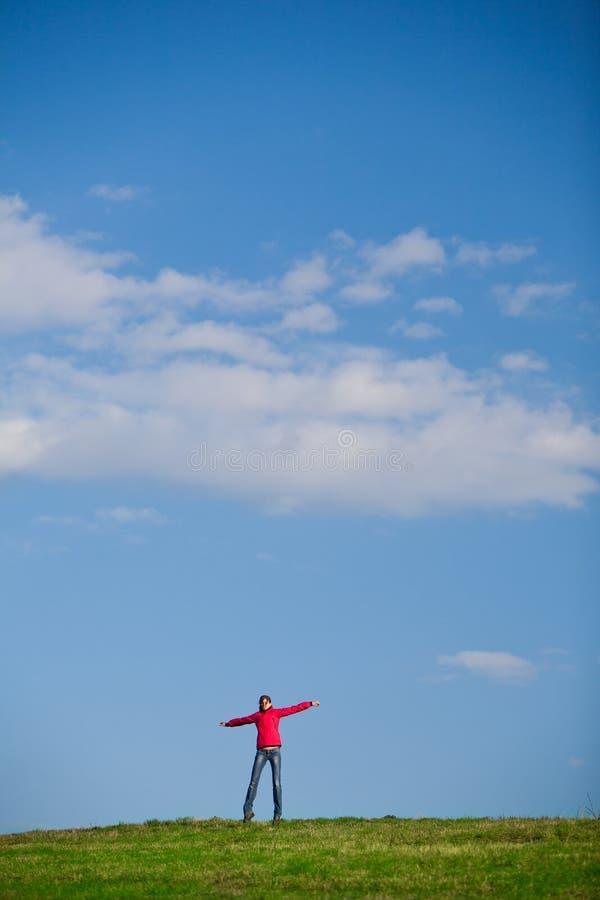 Salto alegre da mulher nova foto de stock royalty free
