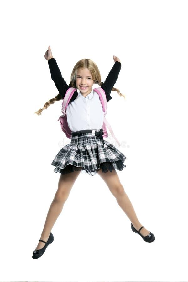 Salto bonito pequeno da menina do estudante foto de stock