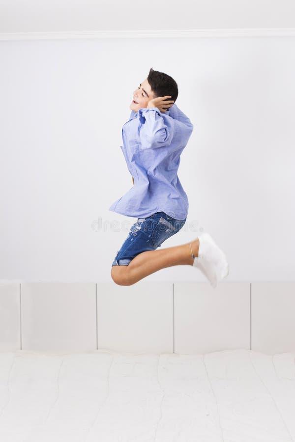 Salto con alegría foto de archivo libre de regalías
