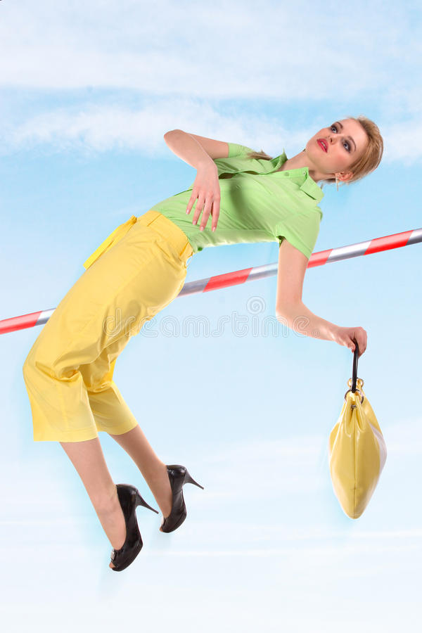 Salto da mulher nova imagens de stock royalty free