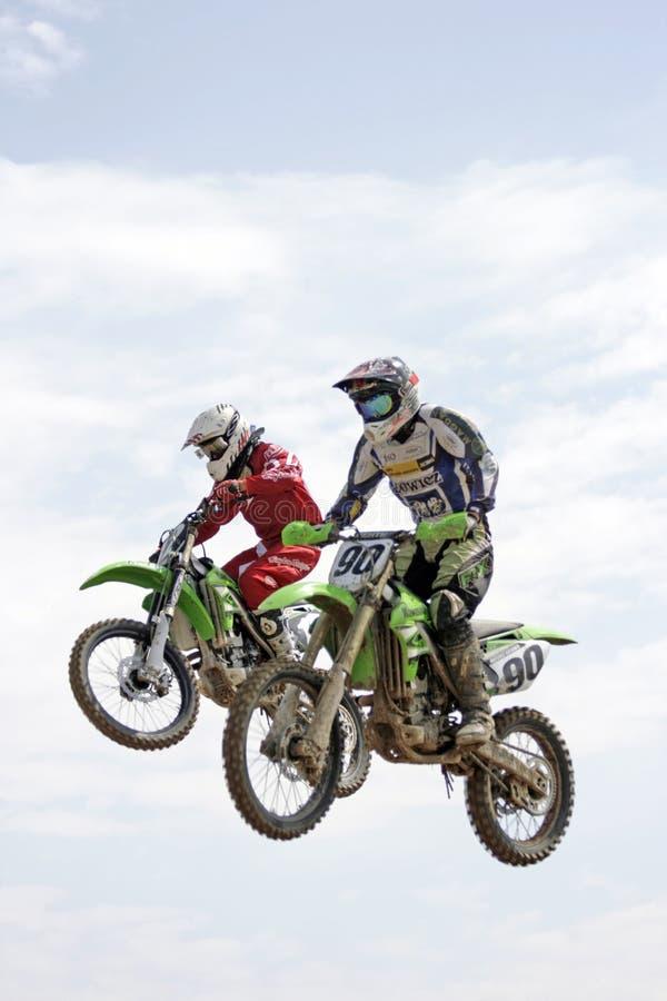 Salto de altura en la moto imagen de archivo libre de regalías