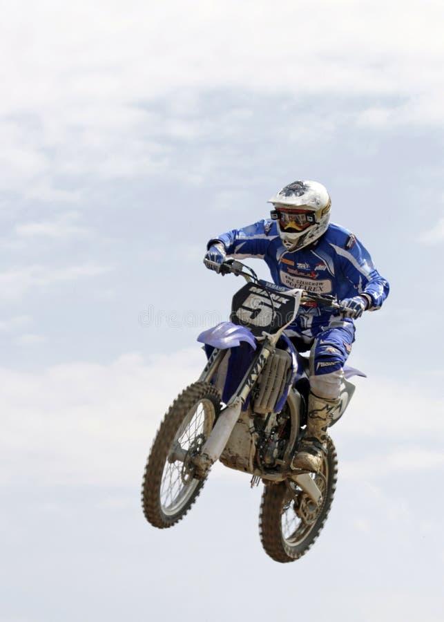 Salto de altura en la moto fotos de archivo