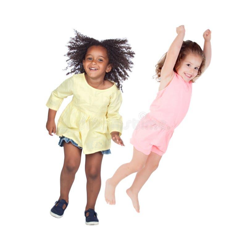 Salto de dos niños foto de archivo