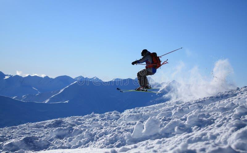 Salto de esquí de Freeride imagen de archivo libre de regalías