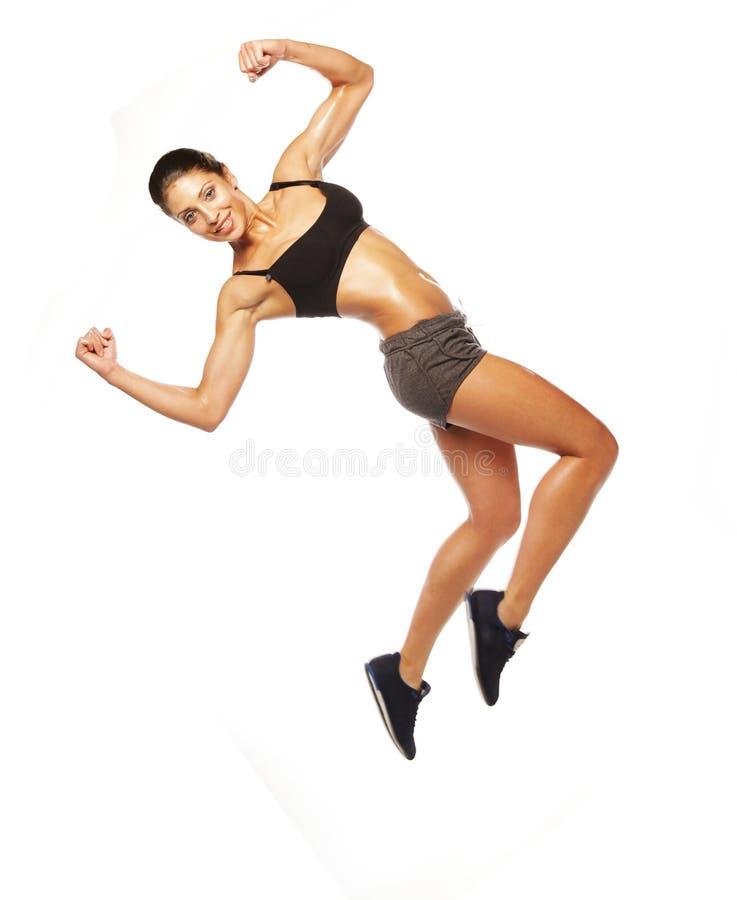 Salto de la mujer de la aptitud de la alegría. foto de archivo