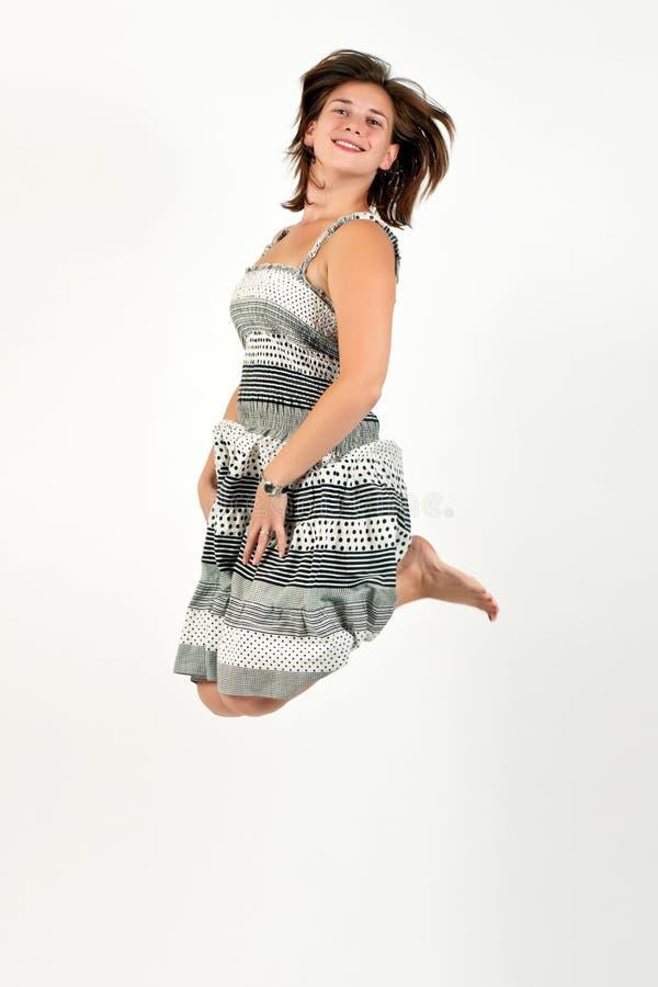 Salto de la mujer joven fotografía de archivo