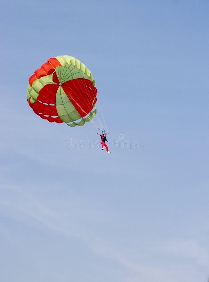 Salto de paracaídas foto de archivo