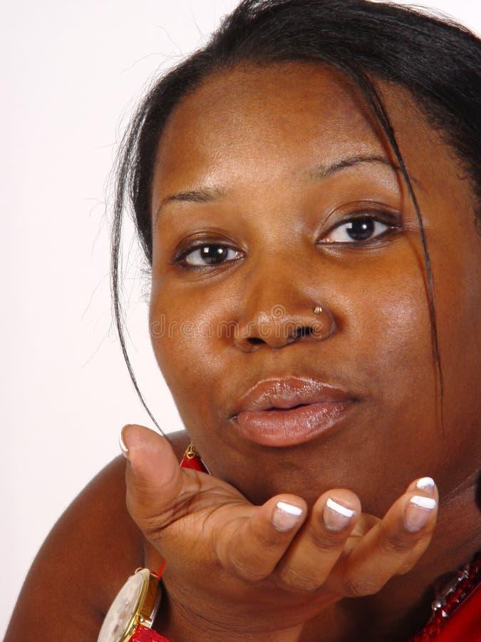 Salto del bacio, donna di colore fotografie stock libere da diritti