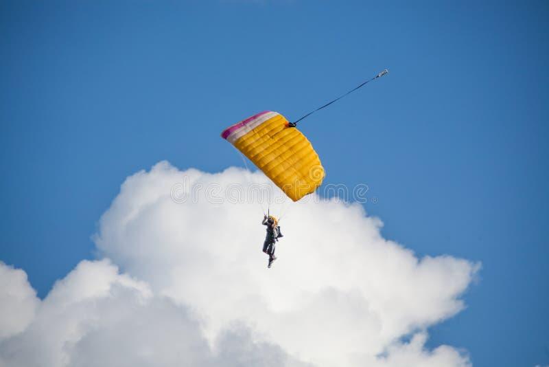 Salto del extremo del paracaídas imágenes de archivo libres de regalías