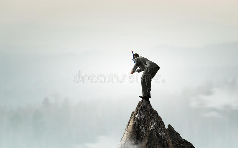 Salto del hombre de negocios del top foto de archivo libre de regalías