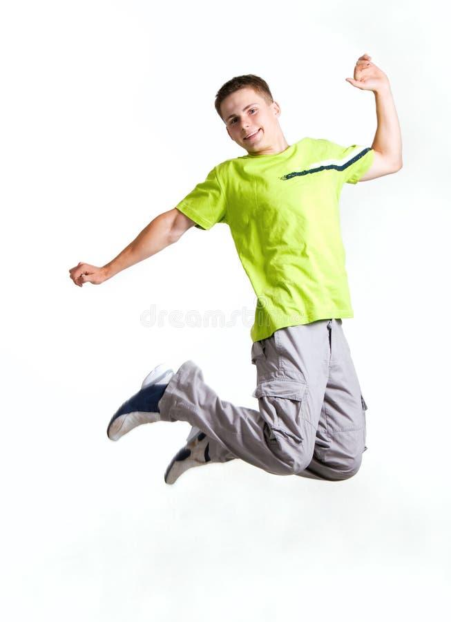 Salto del hombre joven imagen de archivo