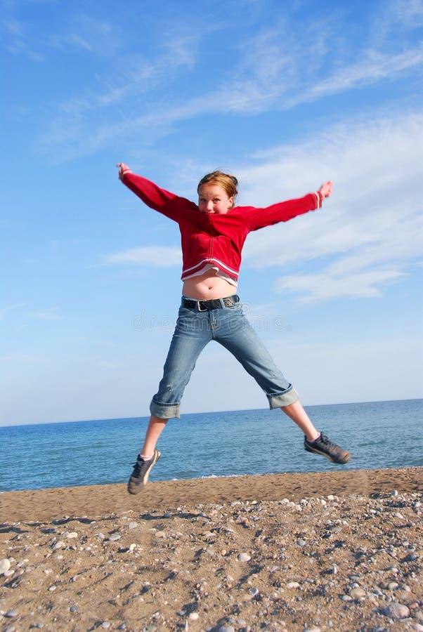 Salto del niño de la muchacha imagen de archivo libre de regalías
