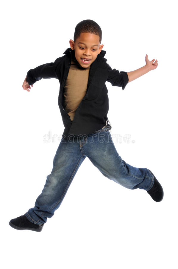 Salto del niño joven fotos de archivo