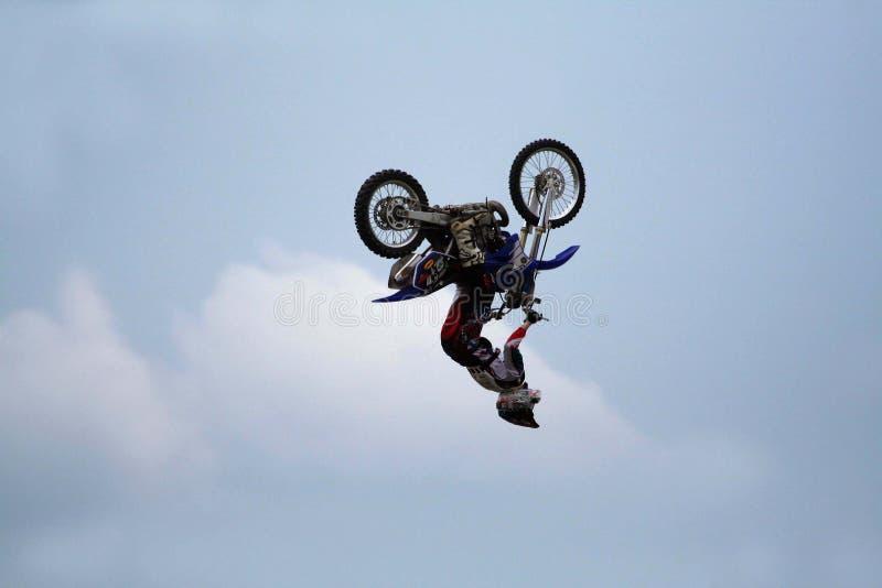 Salto del truco de la moto fotos de archivo libres de regalías