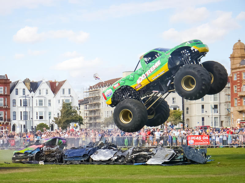 Salto do monster truck imagem de stock royalty free