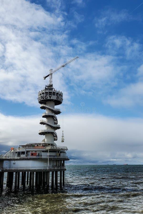 Salto e Zipline di Bungy situati al pilastro a L'aia immagini stock libere da diritti
