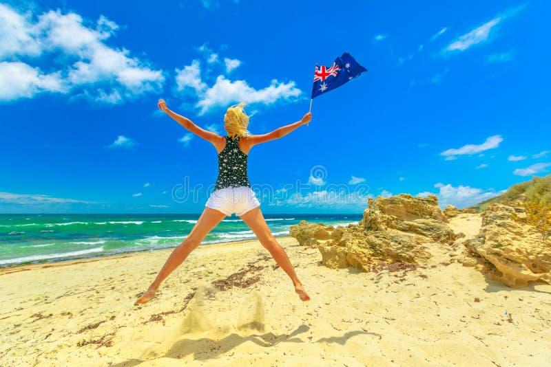 Salto en la playa de Perth imagen de archivo libre de regalías