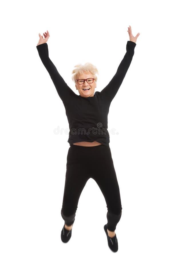 Salto feliz da mulher adulta. fotografia de stock royalty free