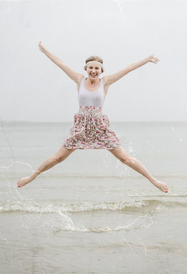 Salto feliz novo da mulher imagens de stock