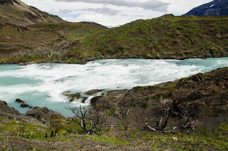 Salto grandioso no parque nacional de Torres del Paine fotografia de stock royalty free