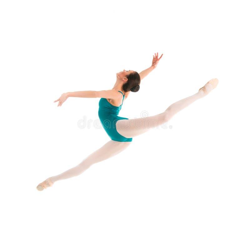 Salto joven del bailarín de ballet imagen de archivo libre de regalías