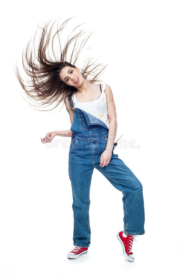 Salto loco caucásico joven alegre de la mujer fotografía de archivo